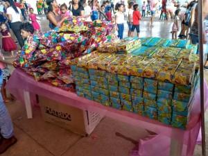 Brinquedos variados para meninos e meninas;