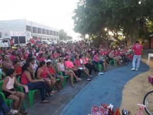 Mulheres recebendo orientações do dr. Danilo Alencar, medico Ginecologista Obstetra de referencia no Tocantins.