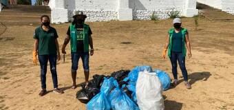 A Secretaria Municipal de Meio Ambiente realizou nesta sexta-feira um mutirão de limpeza nas margens do Rio Araguaia e uma segunda limpeza na Praia da Gaivota