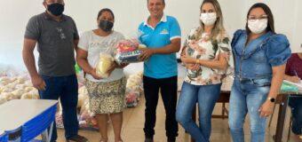 A Secretaria Municipal de Educação realiza nova etapa de entrega de kits de alimentos do programa de alimentação escolar nesta semana